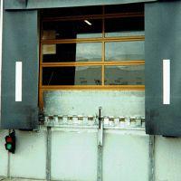 14_Torwetterschutz-mit-mechanischer-Klappkeilbruecke-und-Radpuffer