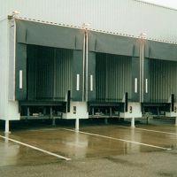 8_3er-Ladehaus-fertiggestellt-mit-Ampelsteuerung-und-Torwetterschutz-und-Verladebruecke